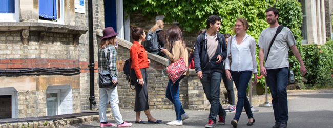 LISA-Language Travel-Adulti-Inglese-Inghilterra-Cambridge-School-Break-Outside-Group