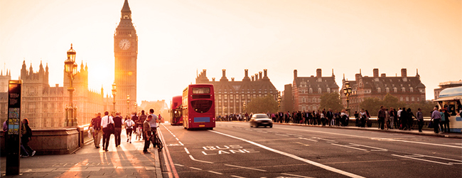 LISA-Sprachreisen-London-Central-Westminster-bridge-houses-of-Parliament-Big-Ben-Sonne-Sonnenuntergang-abends-rote-Busse